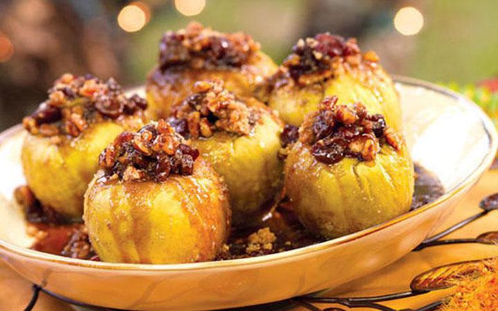 Запечені яблука з медом в духовці: кращі рецепти. Як смачно запекти яблука з медом і горіхами, корицею, родзинками, лимоном, сиром в духовці, мікрохвильовій печі, мультиварці? Скільки калорій в запеченому яблуко з медом?