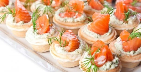 Смачні тарталетки канапе з рибою для святкового фуршету: рецепти з фото. Тарталетки з рибною начинкою до святкового столу: рецепти салатів з рибою для начинки