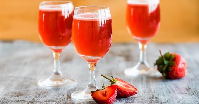 Вино з полуниці: рецепт в домашніх умовах. Як зробити домашнє полуничне вино з забродженого полуничного варення, джему, компоту, замороженої і свіжої полуниці, з горілкою: найкращі рецепти