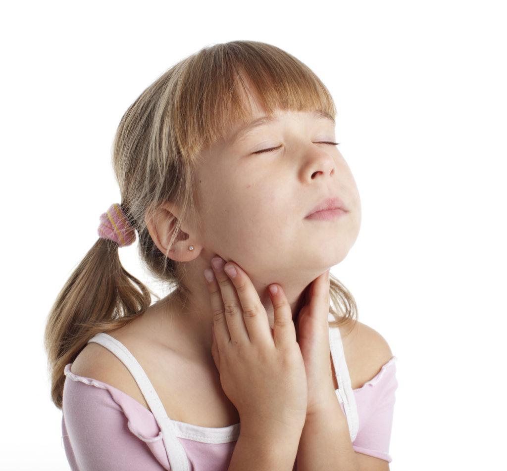 Методи лікування хворого горла у грудних дітей і підлітків